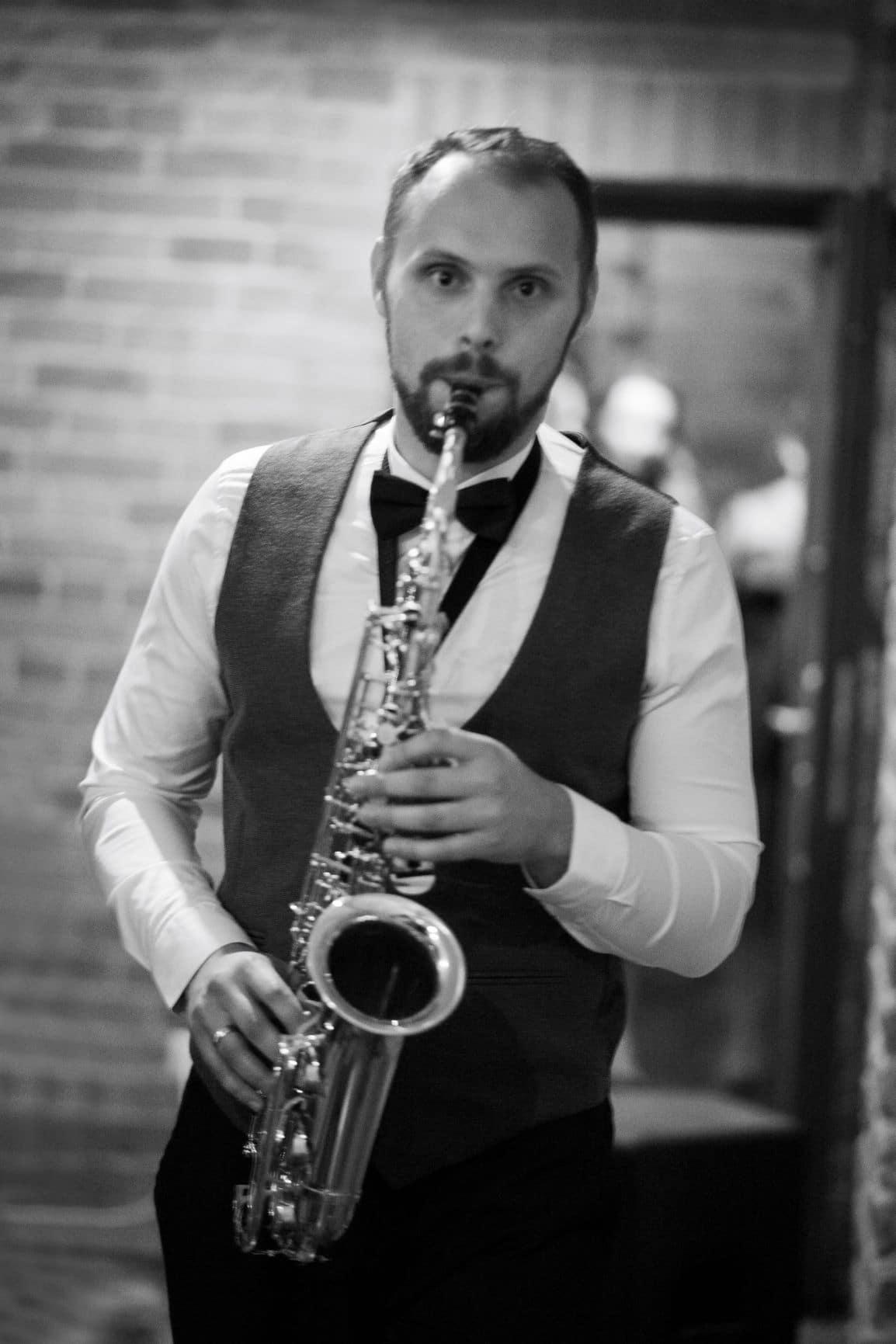 vakaro vedėjas - saksofonistas Kęstas Vievesis
